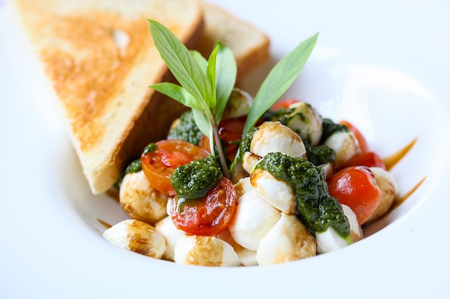 jídlo caprese