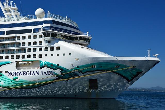 výletní loď na moři